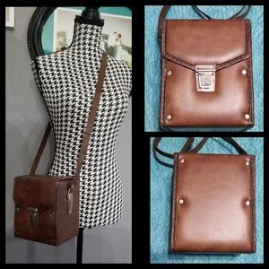 Awesome VTG Camera Crossbody Bag